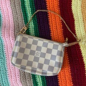 AUTHENTIC! Small Louis Vuitton white damier purse.